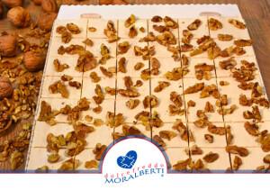 torta-cremosa-maxi-alle-noci-dolcefreddo-moralberti-pasticceria-artigianale-italiana