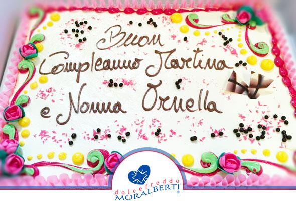 torta-compleanno-decorazioni-classiche-e-scritta-personalizzata-dolcefreddo-moralberti-pasticceria-artigianale-italiana